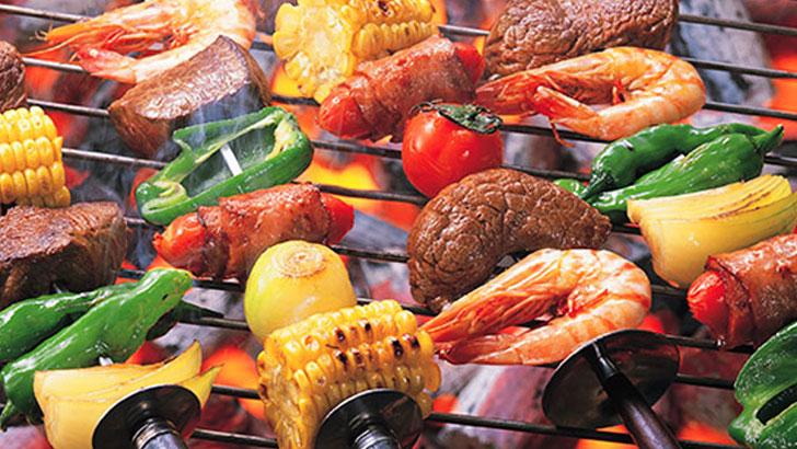 外で食べると美味しさ倍増!手軽に楽しむアウトドア料理